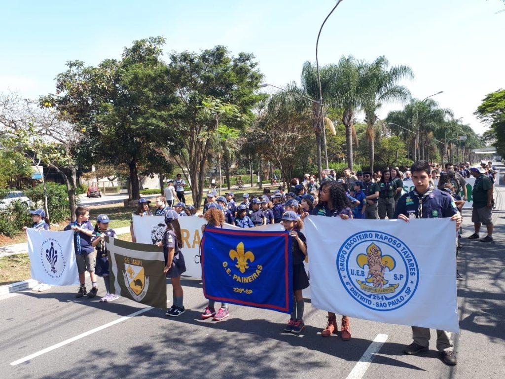 desfile-escoteiros