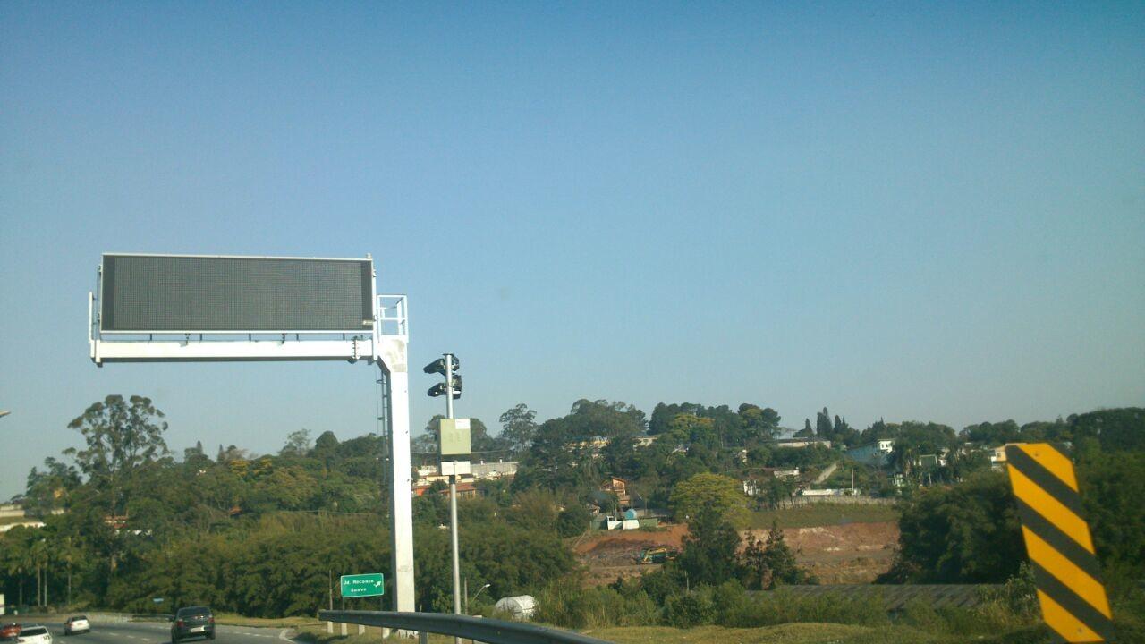 Radar do Km 23 da Raposo Tavares coberto com plástico preto